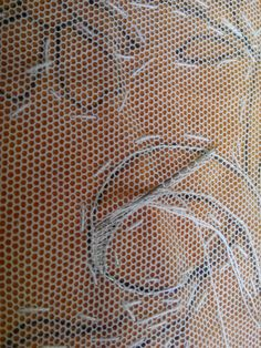 TEJIDOS: Tul bordado Tambour Embroidery, Embroidery Stitches, Hand Embroidery, Drawn Thread, Thread Art, Bordado Popular, Macrame Wall Hanging Patterns, Bobbin Lace Patterns, Lacemaking