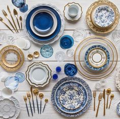 These services and these tables are very nicely set up! All crockery, glasses, cutlery and accessories are from Casa De Perrin, an A. Blue Table Settings, Table Top Design, Dinner Sets, Dinner Ware, Dinner Plates, Deco Table, Decoration Table, Home Deco, Tabletop
