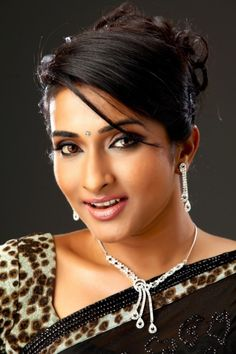 Indian Girls, Photo Galleries, Pearl Necklace, Actresses, Pearls, Anchors, Gallery, Silver, Tv