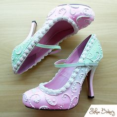The Shoebakery brings your favorite cakes and ice cream and hand makes them into a pair of shoes, either flats, heels or wedges. Ugly Shoes, Sock Shoes, Cute Shoes, Me Too Shoes, Awesome Shoes, Peep Toe Pumps, Stiletto Heels, Shoes Heels, High Heel Boots