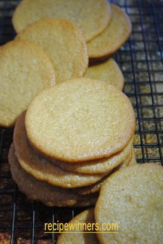 Honey ginger snap cookies are exactly that, a cookie with a real snap and great honey flavour. Super easy to make and bake. Honey Recipes, Good Healthy Recipes, Sweet Recipes, Baking Recipes, Healthy Food, Healthy Eating, Healthy Meals, Crockpot Recipes, Easy Recipes