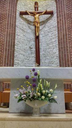 """""""나는 너희에게 새 계명을 준다.서로 사랑하여라."""" Church Flower Arrangements, Church Flowers, Beautiful Flower Arrangements, Floral Arrangements, Beautiful Flowers, Church Candles, Altar Decorations, Sympathy Flowers, Boquet"""