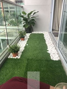 60 Best Artificial Grass Ideas, You Should Put on Your Lawn Tiny balcony with artificial grass and river pebbles Small Balcony Garden, Apartment Garden, Balcony Furniture, Terrace Design, Garden Wall, Best Artificial Grass, Patio Decor, Plant Decor