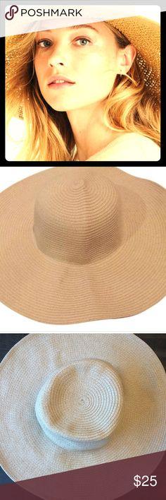 Jcrew floppy sun hat Worn fashionable straw like sun hat J. Crew Accessories Hats