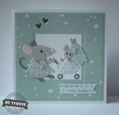 Het thema voor de nieuwe challenge van Marianne Design is: maak een babykaart/creatie in een andere kleur dan blauw of rose. Mama mu... Die Cut Cards, Pop Up Cards, Marianne Design Cards, Homemade Greeting Cards, Old Cards, Collectible Cards, Baby Crafts, Baby Design, Paper Dolls