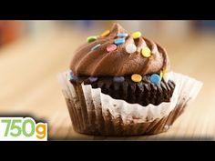 Secret-Ingredient Devil's Food Cupcakes - 8 Recipes Vegan Cupcakes, Vegan Cake, Great Desserts, Vegan Desserts, Cupcake Recipes, Cupcake Cakes, Hersheys, Vegan Frosting, Happy Vegan