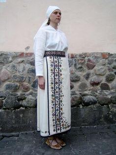 Halliste - naiste rõivad