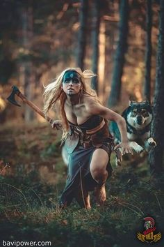 Hot chick with a flying dog. - Hot chick with a flying dog. Viking Warrior Woman, Warrior Queen, Fantasy Female Warrior, Fantasy Women, Wolves And Women, Flying Dog, Nike Neon, Shield Maiden, Figure Poses