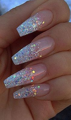 Glitter nail art designs have become a constant favorite. Almost every girl loves glitter on their nails. Glitter nail designs can give that extra edge to your nails and brighten up the move and se… Coffin Nails Long, Long Nails, My Nails, White Coffin Nails, Short Nails, Vegas Nails, Coffin Shape Nails, Stick On Nails, Polish Nails