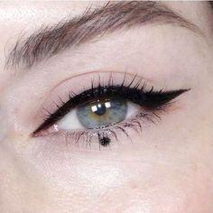 eyeliner styles for big eyes ; eyeliner styles for hooded eyes ; eyeliner styles simple step by step ; eyeliner styles different Makeup Trends, Eyeliner Trends, Makeup Inspo, Makeup Inspiration, Makeup Tips, Beauty Makeup, Hair Makeup, Makeup Ideas, Diy Beauty