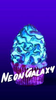 Galaxy Cupcakes These magic glow in the dark cupcakes are made with strawberry essence and a meringue buttercream frosting.Neon Galaxy Cupcakes These magic glow in the dark cupcakes are made with strawberry essence and a meringue buttercream frosting. Cute Desserts, Delicious Desserts, Yummy Food, Cupcake Recipes, Cupcake Cakes, Dessert Recipes, Macaroon Recipes, Galaxie Cupcakes, Glow In The Dark Cupcakes