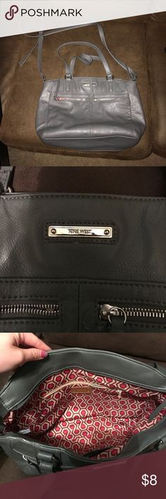 Nine West Purse Has been used but still in great condition! Nine West Bags Crossbody Bags