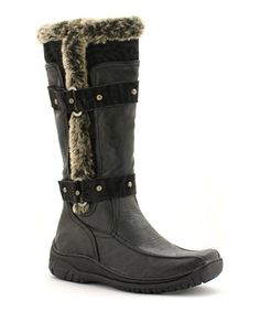 Put on a comfortable style with this cushy pair sure to please! With an arctic look and a soft fleece lining, the on-trend boot gives functional fashion a kick.