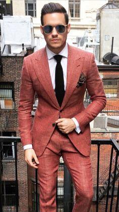 Wer wagt gewinnt, könnte das Motto zu diesem Anzug sein! Und recht hat der gute Herr. Auffallen wird er bestimmt.