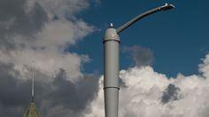 Akıllı ev aletlerinden sonra sıra şimdi de akıllı sokak aletlerinde! Akıllı ev aletlerinden (hatta bizatihi evlerin kendisinden) sonra sıra şimdi de akıllı sokak aletlerine geldi. Philips ve Ericsson'un iş ortaklığında hayata geçirilecek yeni uygulama ile birlikte Hollywood sakinleri sokaklardaki elektrik direkleri üzerinden 4G/LTE kablosuz internet bağlantısı kurabilecekler. İlk etapta belirli sokaklara yerleştirilecek 24 elektrik direğiyle …