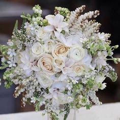 This @frankeventdesign bouquet the epitome of soft romance!