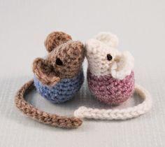 Little Kissing Mice - Free Amigurumi Pattern here: http://lucyravenscar.blogspot.co.uk/2015/02/little-kissing-mice-free-amigurumi.html ༺✿ƬⱤღ  http://www.pinterest.com/teretegui/✿༻