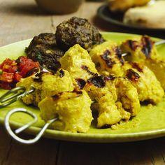 Huhn gilt in Indien als Delikatesse. Es wird grundsätzlich in Portionsstücken geschmort oder gegrillt - traditionell im Tandoori. Der Backofen tut es...