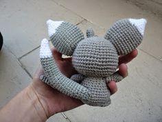 Buenos días!   Por fin es viernes y hoy os traigo un amigurumi muy especial :).         Este personajillo tan mono es un Pokemon llamado ...