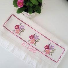 Otomatik alternatif metin yok. Cross Stitch Patterns, Needlework, Towel, Embroidery, Flowers, Diana, Decorative Towels, Cross Stitch Flowers, Hand Towels