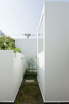 A little oasis... SANAA / Moriyama houses #design #interiordesign #styling #interiorarchitecture #home #designforthehome