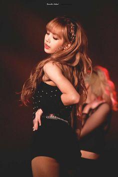 Lisa Lalisa Manoban at Blackpink Concert Blackpink Live performance Lisa Blackpink [lalalalisa_m] Kim Jennie, Jenny Kim, South Korean Girls, Korean Girl Groups, K Pop, Lisa Black Pink, Rapper, Kim Jisoo, Girl Celebrities