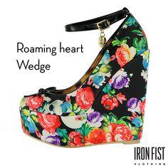 아이언피스트 roaming heart wedge  #ironfist #아이언피스트 #펑키 #유니크 #여자구두 #여자신발 #웨지힐
