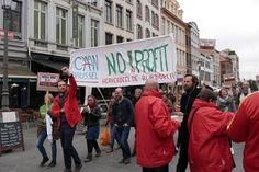 Enkele honderden mensen verzamelden vrijdag aan het Antwerps stadhuis voor een protest picknick tegen de vermarkting van de zorg. Na het daklozencentrum De Vaart waarvoor G4S momenteel in de running is, staan er nog een resem zorgprojecten op de lijst om op de
