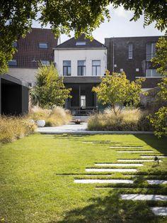 Back Garden Design, Garden Landscape Design, Garden Paving, Garden Paths, Modern Landscaping, Backyard Landscaping, Minimalist Garden, Garden Deco, Garden Architecture