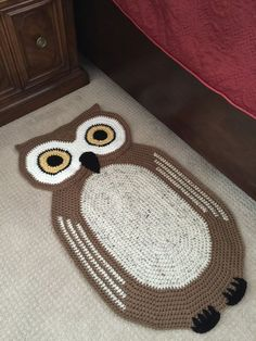 Crochet Oval Owl Rug von peanutbutterdynamite auf Etsy - [board_name] - Teppich Crochet Mat, Crochet Carpet, Crochet Owls, Crochet Cross, Crochet Home, Cute Crochet, Crochet Animals, Crochet For Kids, Owl Rug