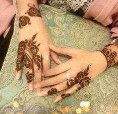 henna for eid Rose Mehndi Designs, Finger Henna Designs, Arabic Henna Designs, Modern Mehndi Designs, Beautiful Mehndi Design, Henna Tattoo Designs, Art Designs, Mehandi Henna, Jagua Henna