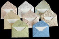 Sets - 8 kleine Umschläge handgeschöpft, Gastgeschenk - ein Designerstück von Papiermanufaktur-Kaufmann bei DaWanda