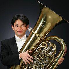 講師紹介ページを更新しました! ガクヤに新しくテューバの先生が加わりました! テューバ奏者 谷口史洋(たにぐちふみひろ) 先生です。 中部フィルハーモニー交響楽団テューバ奏者、三重県立白子高校普通科文化教養コース非常勤講師、ユーフォニアム&テューバフェスティバル in Nagoya 実行委員など県内外で精力的に活動している谷口先生。笑顔が素敵で楽しいレッスンになること間違いナシ! 宜しくお願いします!(^^)/