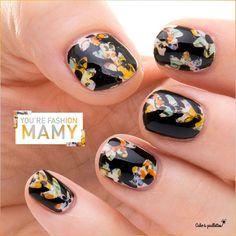 Quant mon nail art s'effrite mais que je l'aime trop, je dégaine mes stickers, mon vernis noir et c'est reparti pour un tour !! https://www.cakoapaillettes.fr/blog/youre-fashion-mamie/