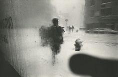 Saul Leiter photography. Love this!! Saul Leiter photographs.