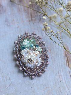 Вышивка бисером Вышитая брошь Вышитая роза White roses bead embroidery brooch Beadwork roses brooch Beaded rose pin Baroque Flowers Brooch Vintage Embroidery