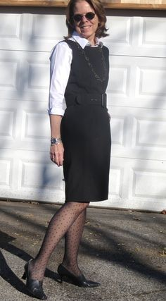 Professional outfit for women over 50 repurpose that sleeveless dress as a jumper. Over 50 Womens Fashion, Fashion Over 50, Work Fashion, Modest Fashion, Fashion Outfits, Fashion Trends, Women's Fashion, Neue Outfits, Stylish Outfits