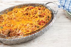 This Cheesy Baked Chicken Spaghetti has a rich and creamy alfredo sauce, zesty tomatoes and veggies, and a gooey Cheddar cheese topping. Pasta Recipes, Yummy Recipes, Great Recipes, Chicken Recipes, Yummy Food, Favorite Recipes, Baked Chicken Spaghetti, Cheesy Baked Chicken, One Pot Dishes