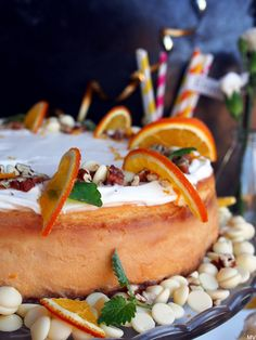 Kaakao kermavaahdolla: Appelsiini-valkosuklaakakku #juustokakku #kruoka