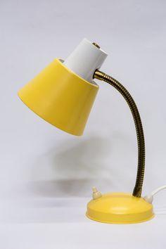 Vintage bureaulampje, klein van stuk met knalgele accenten, ca. 1950