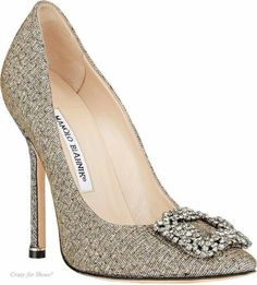 Women's Fashion heels – Everything About Women's Heels Manolo Blahnik Hangisi, Chic Chic, Fashion Heels, Mode Outfits, Luxury Shoes, Bridal Shoes, Beautiful Shoes, Me Too Shoes, Shoe Boots