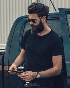 40 Latest Modern Beard Styles For Men - Buzz 2018 When beard paired with wrong hairstyle or face structure, it can be disastrous. Keep yourself updated with the Latest Modern Beard Styles For Men. Modern Beard Styles, Medium Beard Styles, Beard Styles For Men, Hair And Beard Styles, Mens Hairstyles With Beard, Cool Hairstyles For Men, Haircuts For Men, Barba Sexy, Stylish Beards