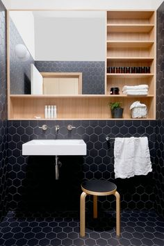 Completed in 2016 in Thornbury Australia. Images by Ben Clement. Thornbury House responds to the needs of a growing family to create a space that is both intimate and generous. The client required a renovation from. Black Hexagon Tile, Black Tiles, White Tiles, Honeycomb Tile, Bathroom Interior, Modern Bathroom, Small Bathroom, Bathroom Black, Minimalist Bathroom
