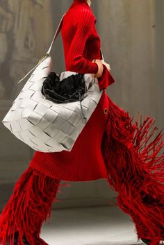 Feb 24, 2020 - Amid the grandeur gestures of showmanship seen at other presentations this Fashion Month, designer Daniel Lee simply put forth some heart-stopping fashion. Fringe Fashion, Knit Fashion, Fashion Bags, Womens Fashion, Milan Fashion, Over The Top, Fall Accessories, Fashion Accessories, Spring 2015 Fashion