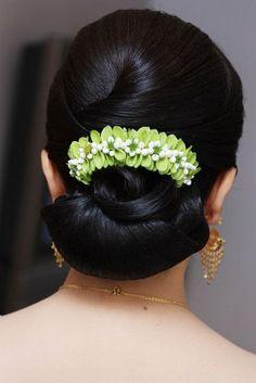 1358c8710b8bc4bd1c14df333a146577--thai-wedding-dress-wedding-hair.jpg (427×640)