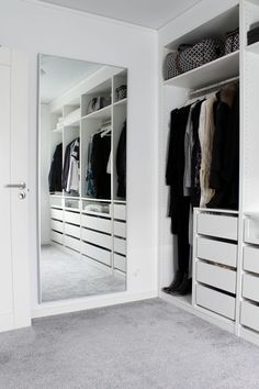 Kleidung / Schrank - Apt - - Make up ideen - Clothing / closet - Apt - - Make up ideas - Wardrobe Closet, Closet Bedroom, Bedroom Storage, Home Bedroom, Closet Mirror, Small Walk In Wardrobe, Kids Bedroom, Master Bedroom, Walk In Closet Design