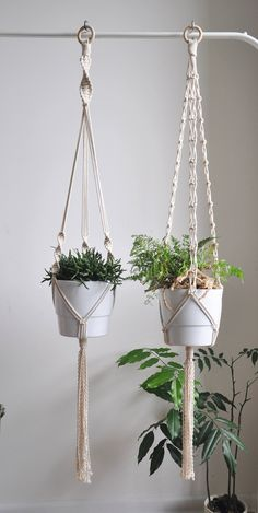 Best Indoor Garden Ideas for 2020 - Modern Macrame Hanging Planter, Macrame Plant Holder, Hanging Planters, Hanging Flower Pots, Macrame Design, Macrame Art, Macrame Projects, Macrame Knots, Micro Macrame