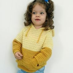 This soft merino hoodie is perfect for when the weather starts to get warmer. It's a top-down hoodie made with the raglan technique. The hoodie has a oversized design with a 10 cm positive ease. The pattern is available for sizes from 2 years up to 8 ye Crochet Jumper, Knit Or Crochet, Crochet Shawl, Free Crochet, Crochet Girls, Crochet For Kids, Hoodie Pattern, Crochet Instructions, Baby Kind