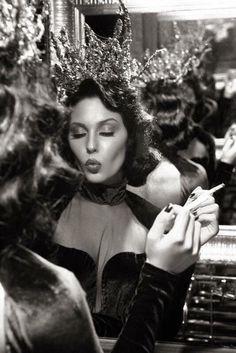 New photography fashion mirror glamour 42 Ideas Fashion Shoot, Editorial Fashion, New Fashion, Vintage Fashion, Beauty Editorial, Women Smoking, Girl Smoking, Vintage Glamour, Editorial Photography