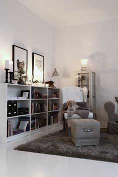 felix_låg_bokhylla_One_must_dash Chic Living Room, Living Room Decor, Bedroom Decor, Low Bookshelves, Cute Room Decor, Beautiful Living Rooms, Apartment Living, Interior Inspiration, Home Accessories
